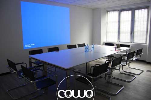 Coworking-Milano-Bicocca-Sala-Riunioni-Proiettore-1